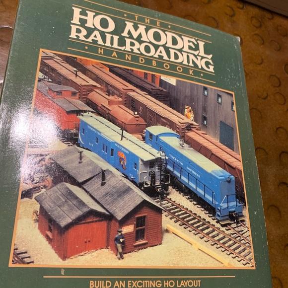 Vtg HO Model Railroading Handbook Softcover 1983